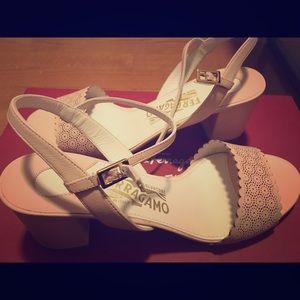Ferragmao Fiamma Baby Pink nero lamb sandals
